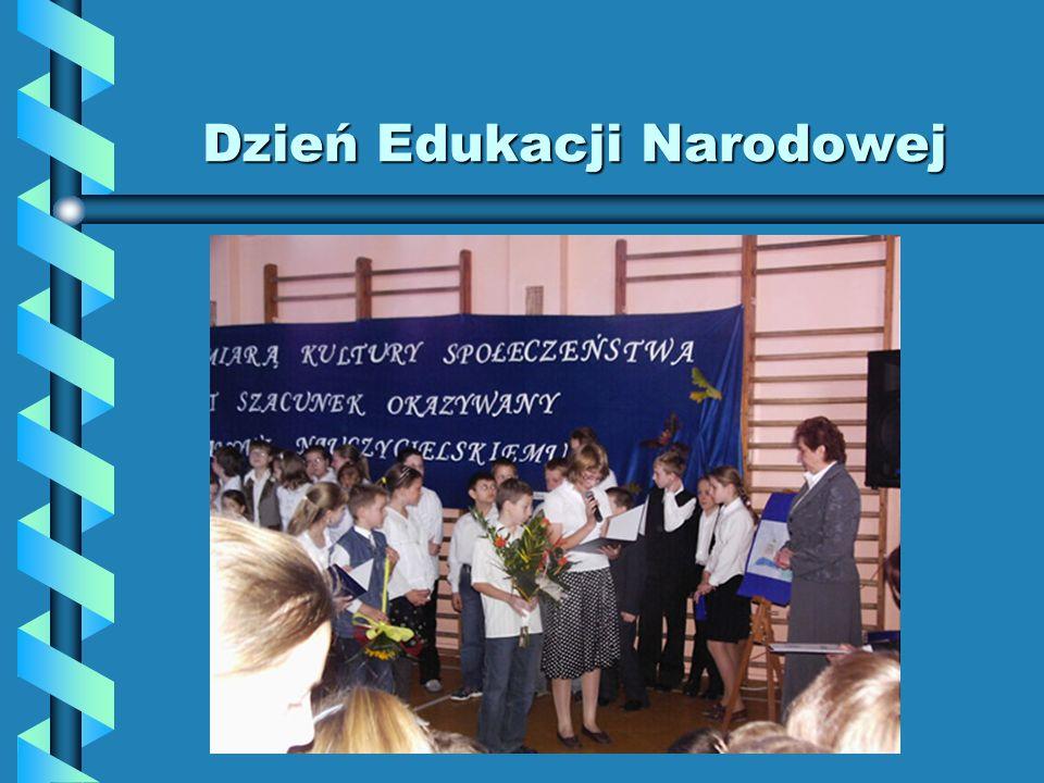 Dzień Edukacji Narodowej Podczas szkolnej uroczystości przedstawiciele Samorządu Uczniowskiego - Aleksandra Altman oraz Patryk Poszwa – w imieniu całe