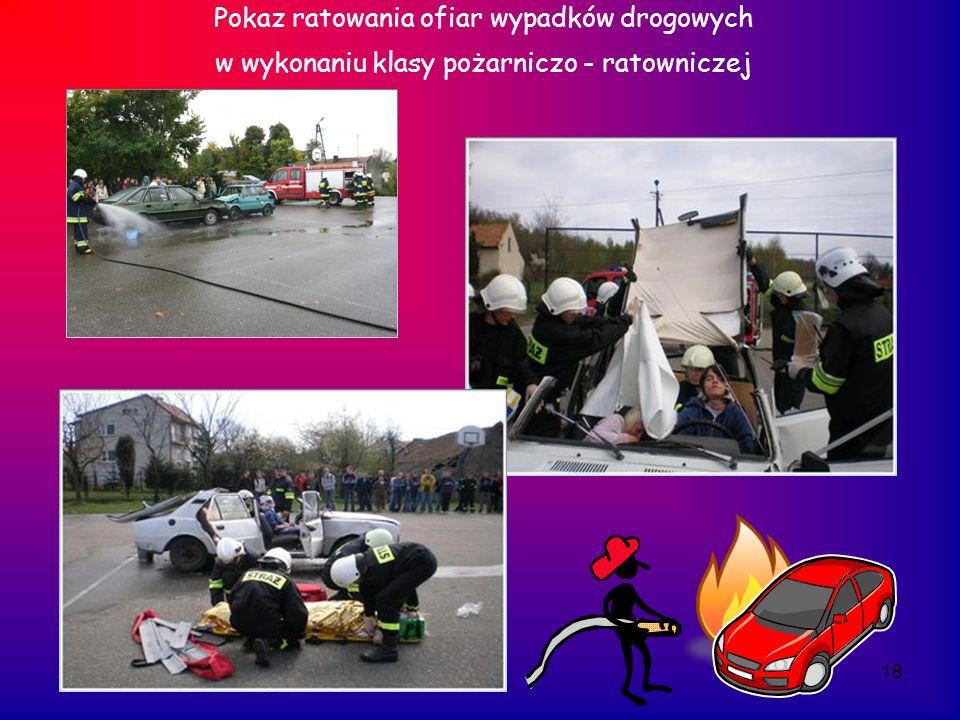 18 Pokaz ratowania ofiar wypadków drogowych w wykonaniu klasy pożarniczo - ratowniczej