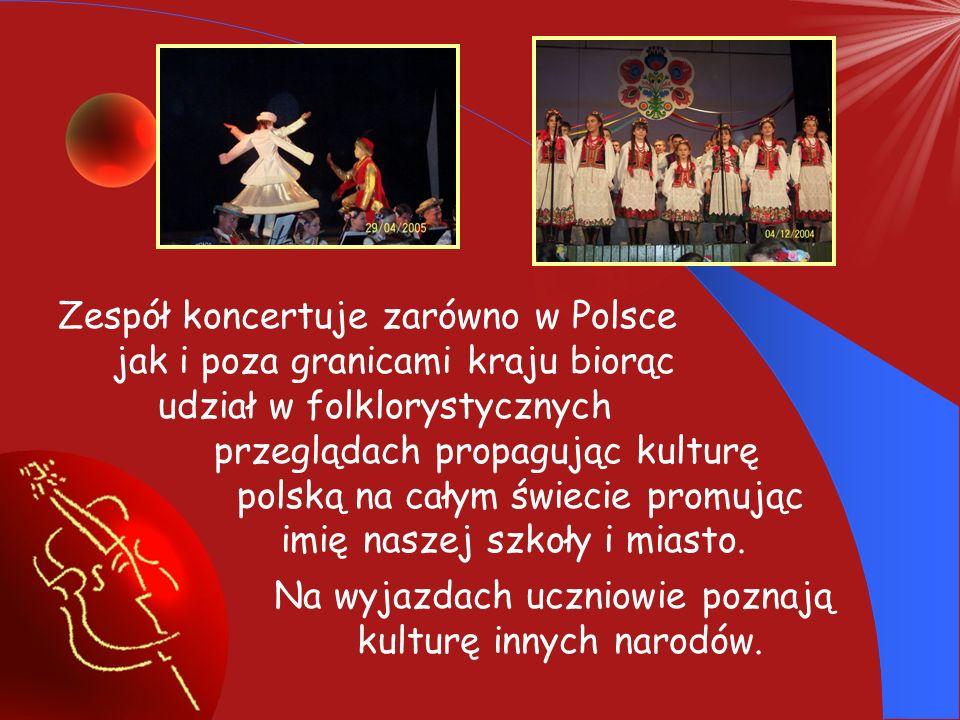 W ramach zajęć nadobowiązkowych funkcjonuje w szkole Zespół Tańca Ludowego.