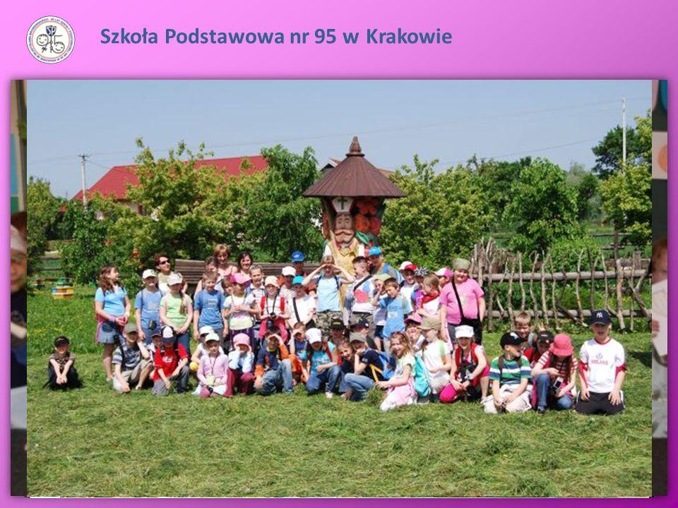 Uczniowie klas młodszych biorą udział w wycieczkach z przewodnikiem po Krakowie, lekcjach muzealnych, zyskują laury w konkursie KRAKUSEK. Organizujemy