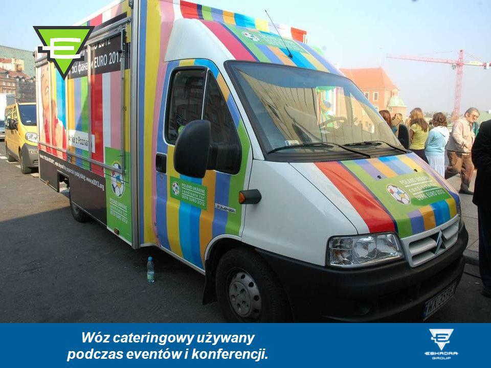 Wóz cateringowy używany podczas eventów i konferencji.