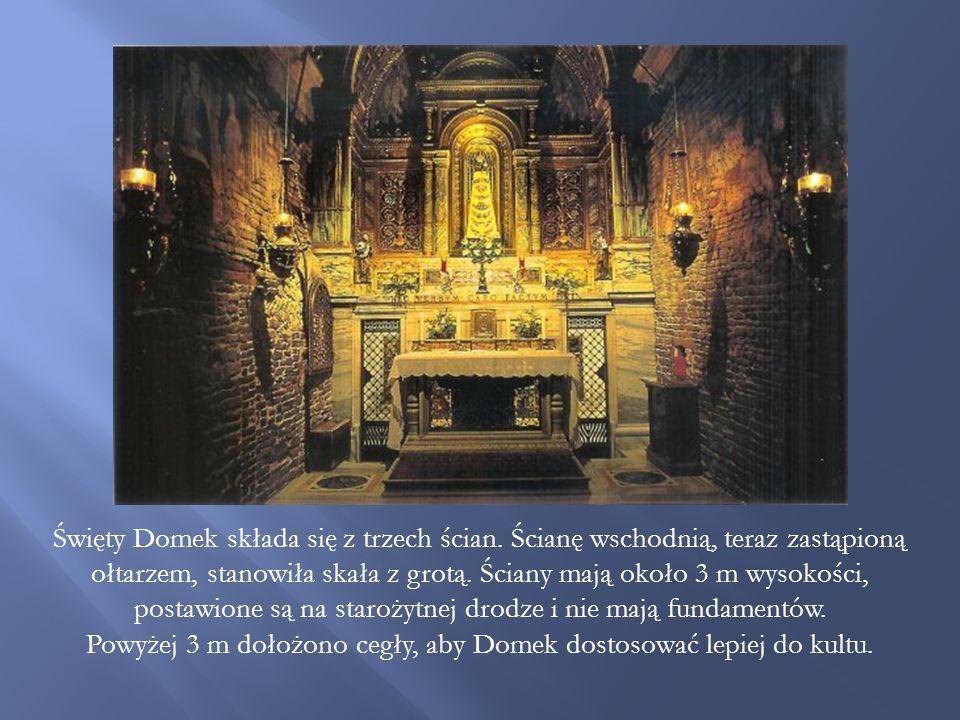 Święty Domek składa się z trzech ścian.