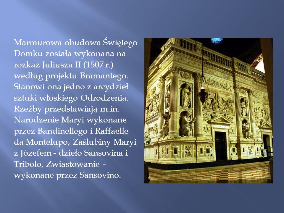 Marmurowa obudowa Świętego Domku została wykonana na rozkaz Juliusza II (1507 r.) według projektu Bramantego.