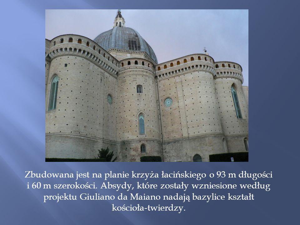 Zbudowana jest na planie krzyża łacińskiego o 93 m długości i 60 m szerokości.