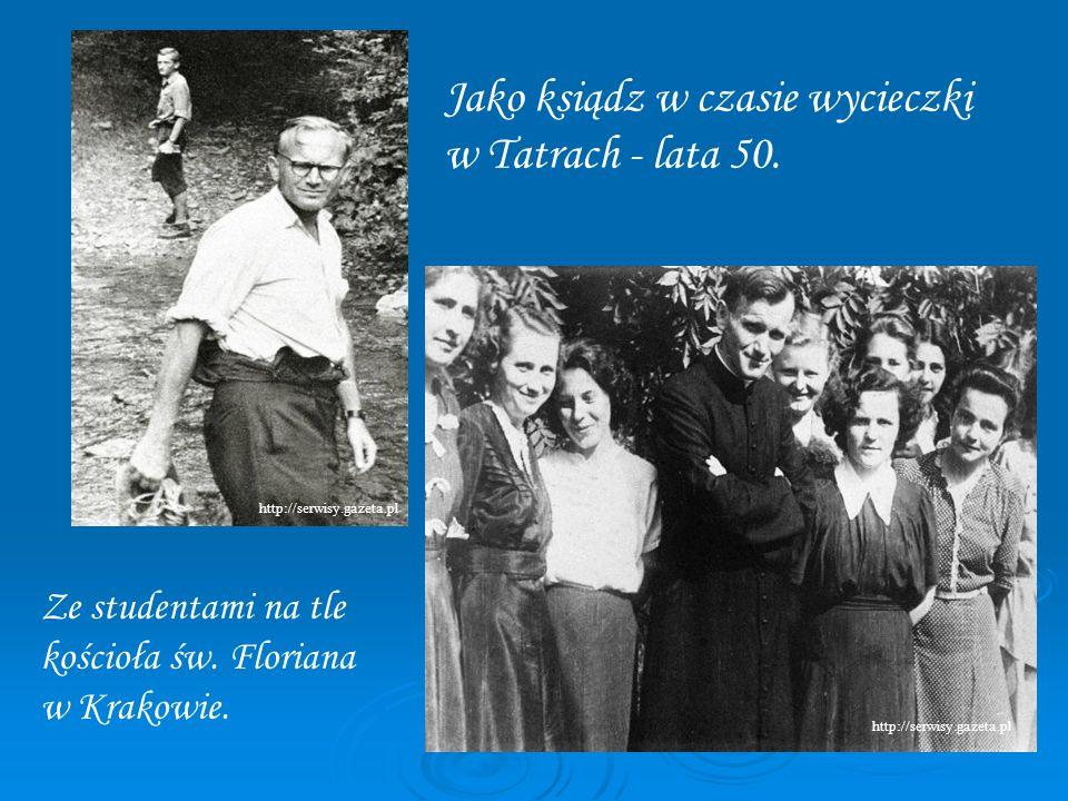 Jako ksiądz w czasie wycieczki w Tatrach - lata 50. Ze studentami na tle kościoła św. Floriana w Krakowie. http://serwisy.gazeta.pl