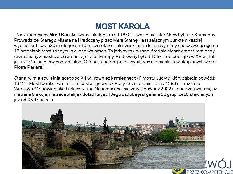 MOST KAROLA Niezapomniany Most Karola zwany tak dopiero od 1870 r., wcześniej określany był jako Kamienny. Prowadzi ze Starego Miasta na Hradczany prz