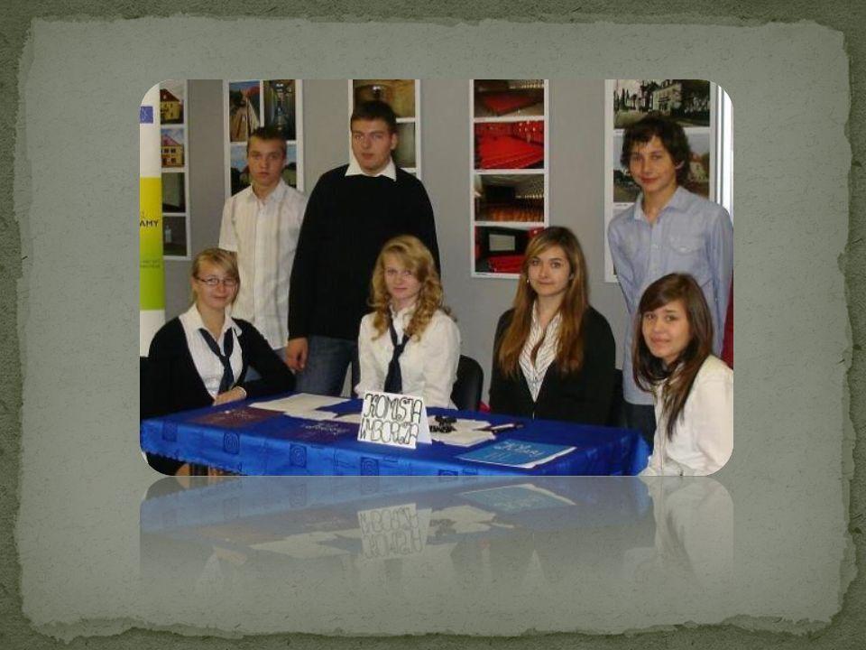 Braliśmy też udział w prawdziwych wyborach w ramach akcji Młodzi obywatele głosują – prezydenckich 2000 i parlamentarnych 2001.