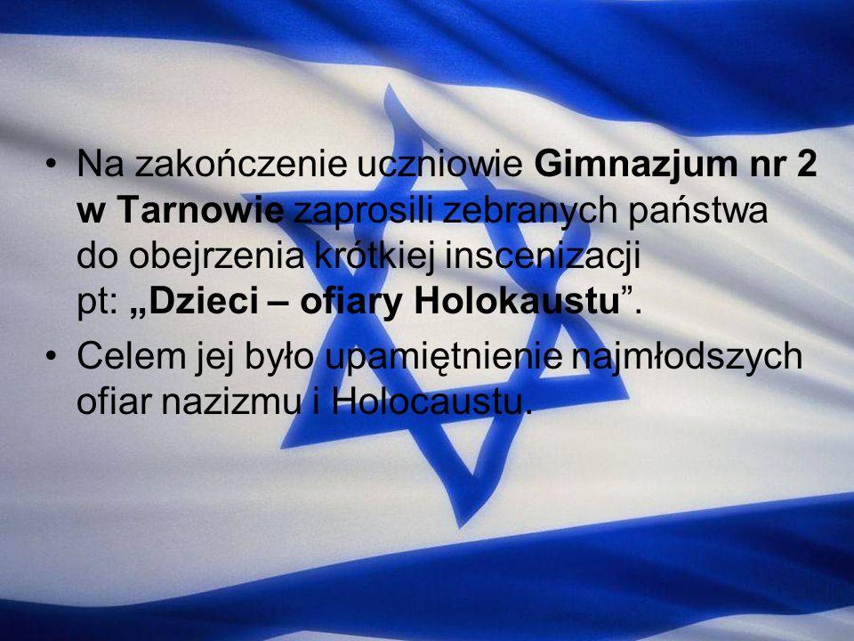 Na zakończenie uczniowie Gimnazjum nr 2 w Tarnowie zaprosili zebranych państwa do obejrzenia krótkiej inscenizacji pt: Dzieci – ofiary Holokaustu. Cel
