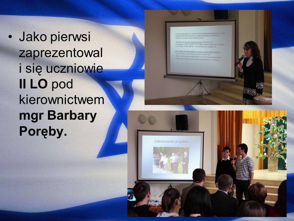 Jako pierwsi zaprezentowal i się uczniowie II LO pod kierownictwem mgr Barbary Poręby.