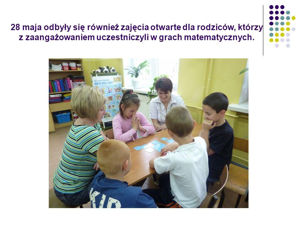 28 maja odbyły się również zajęcia otwarte dla rodziców, którzy z zaangażowaniem uczestniczyli w grach matematycznych.