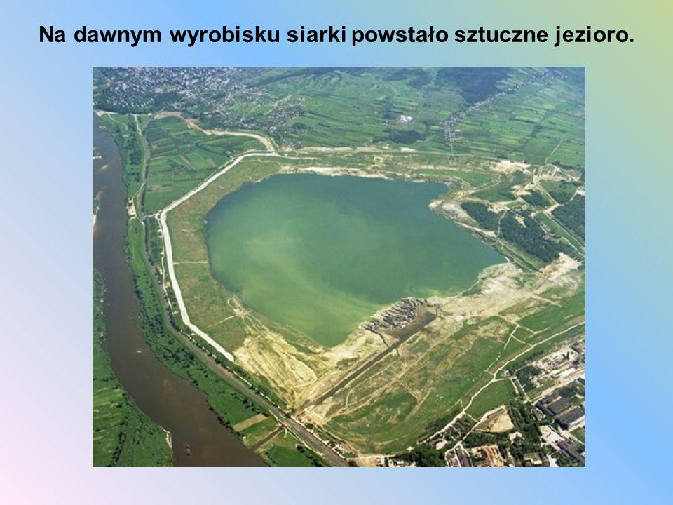 Na dawnym wyrobisku siarki powstało sztuczne jezioro.