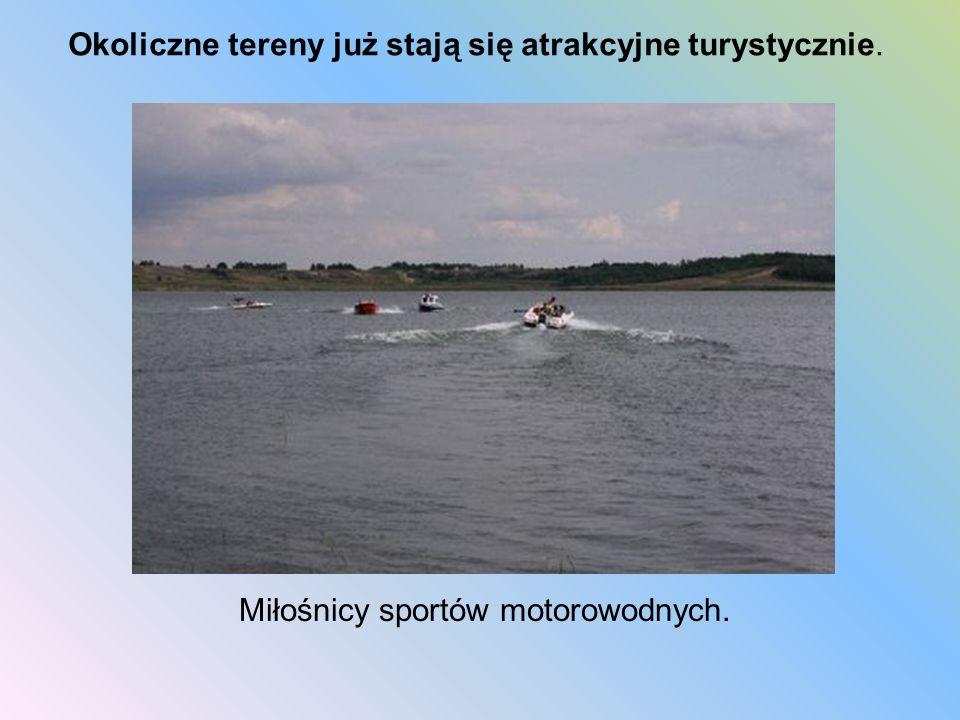 Miłośnicy sportów motorowodnych. Okoliczne tereny już stają się atrakcyjne turystycznie.