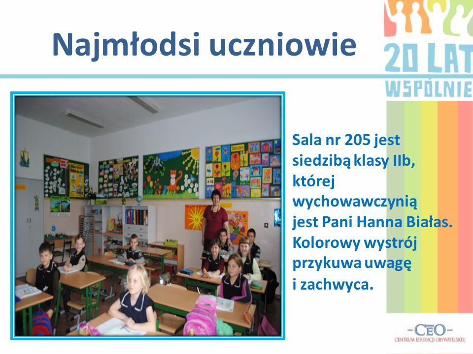 Najmłodsi uczniowie Sala nr 205 jest siedzibą klasy IIb, której wychowawczynią jest Pani Hanna Białas.