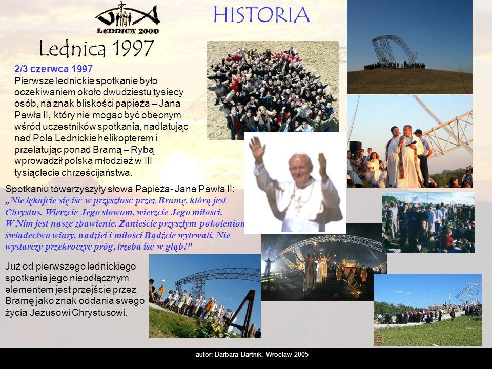 autor: Barbara Bartnik, Wrocław 2005 30/31 maja 1998 Wówczas pod Bramą III Tysiąclecia zgromadziło się już czterdzieści tysięcy osób, Przygotowano dla nich wiele, uczestniczyliśmy w trzech wzniosłych nabożeństwach, których symbolika osadzona została głęboko na biblijnym przesłaniu.