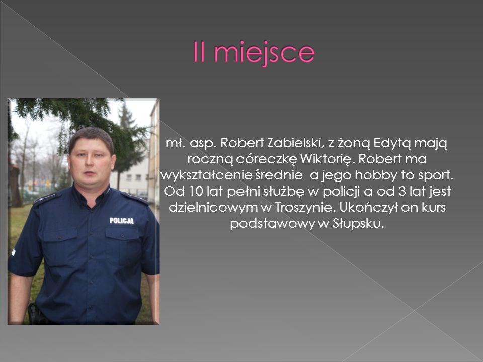 mł. asp. Robert Zabielski, z żoną Edytą mają roczną córeczkę Wiktorię. Robert ma wykształcenie średnie a jego hobby to sport. Od 10 lat pełni służbę w