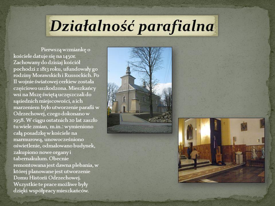 Pierwszą wzmiankę o kościele datuje się na 1450r. Zachowany do dzisiaj kościół pochodzi z 1813 roku, ufundowały go rodziny Morawskich i Russockich. Po