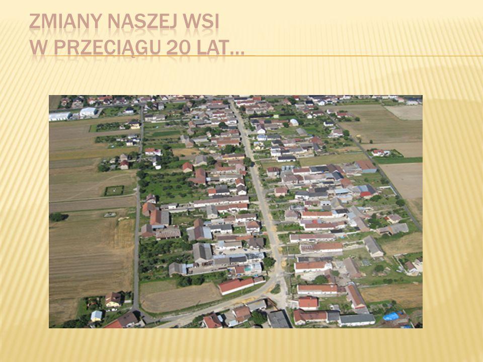 Źlinice położone są 5 km od miasta Prószkowa i 10 km od stolicy województwa- Opola.