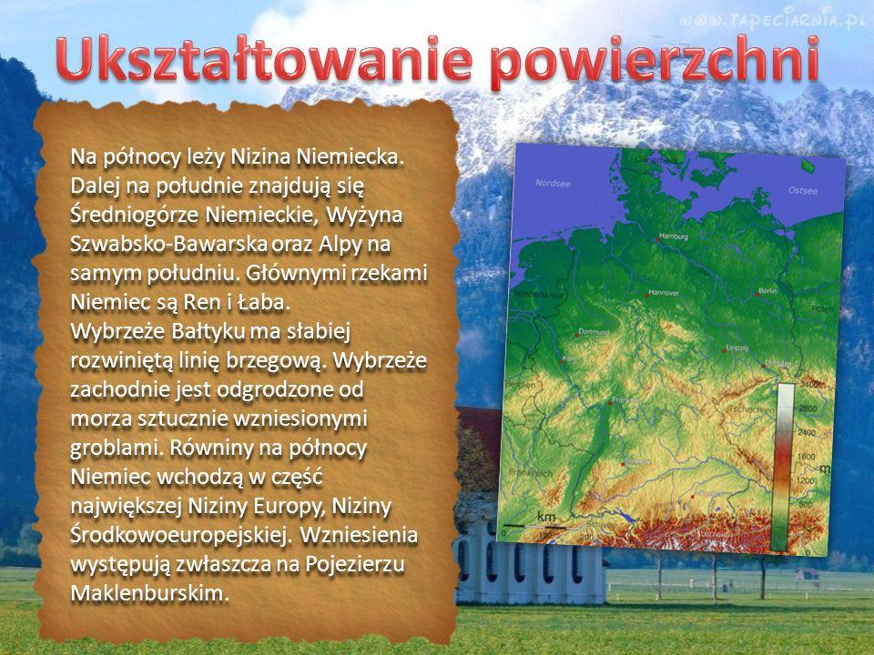 Na północy leży Nizina Niemiecka. Dalej na południe znajdują się Średniogórze Niemieckie, Wyżyna Szwabsko-Bawarska oraz Alpy na samym południu. Główny