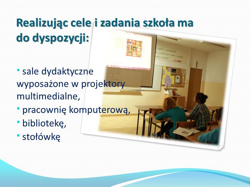 Realizując cele i zadania szkoła ma do dyspozycji: Realizując cele i zadania szkoła ma do dyspozycji: sale dydaktyczne wyposażone w projektory multime