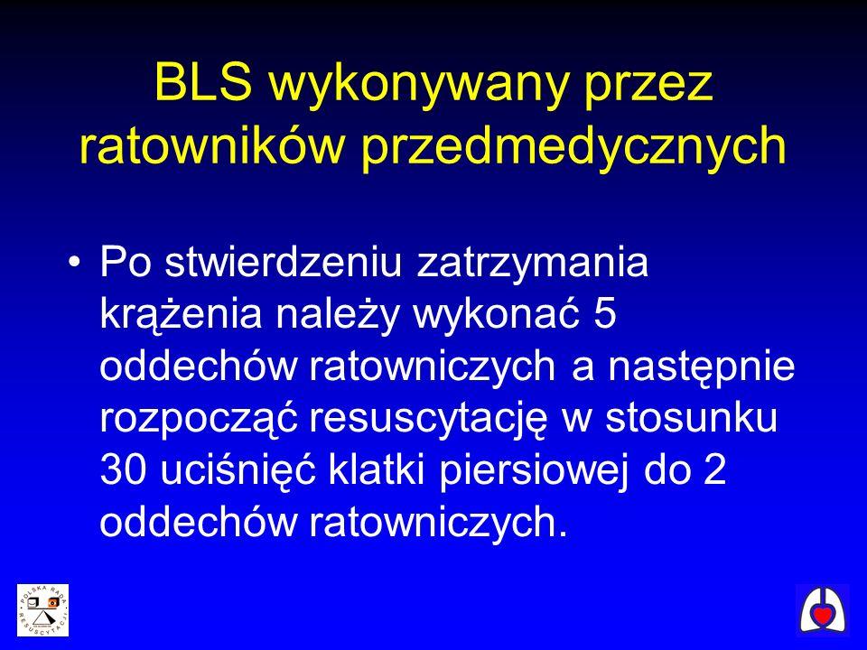 BLS wykonywany przez ratowników przedmedycznych Po stwierdzeniu zatrzymania krążenia należy wykonać 5 oddechów ratowniczych a następnie rozpocząć resu