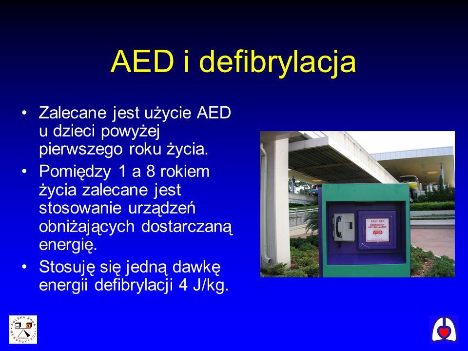 AED i defibrylacja Zalecane jest użycie AED u dzieci powyżej pierwszego roku życia. Pomiędzy 1 a 8 rokiem życia zalecane jest stosowanie urządzeń obni