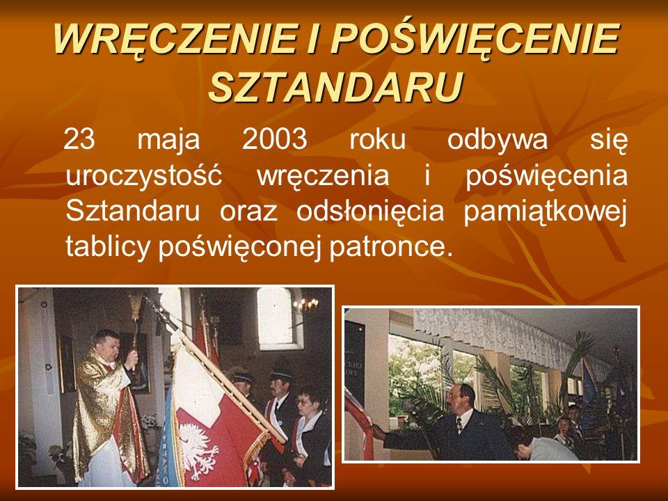 WRĘCZENIE I POŚWIĘCENIE SZTANDARU 23 maja 2003 roku odbywa się uroczystość wręczenia i poświęcenia Sztandaru oraz odsłonięcia pamiątkowej tablicy pośw