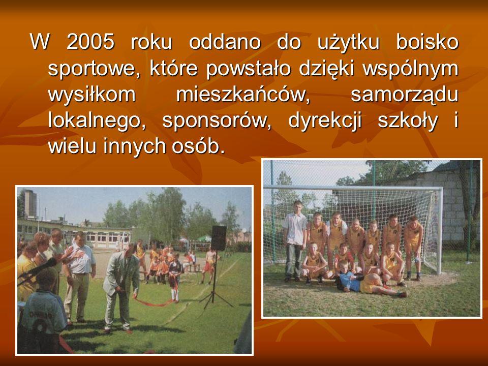 W 2005 roku oddano do użytku boisko sportowe, które powstało dzięki wspólnym wysiłkom mieszkańców, samorządu lokalnego, sponsorów, dyrekcji szkoły i w