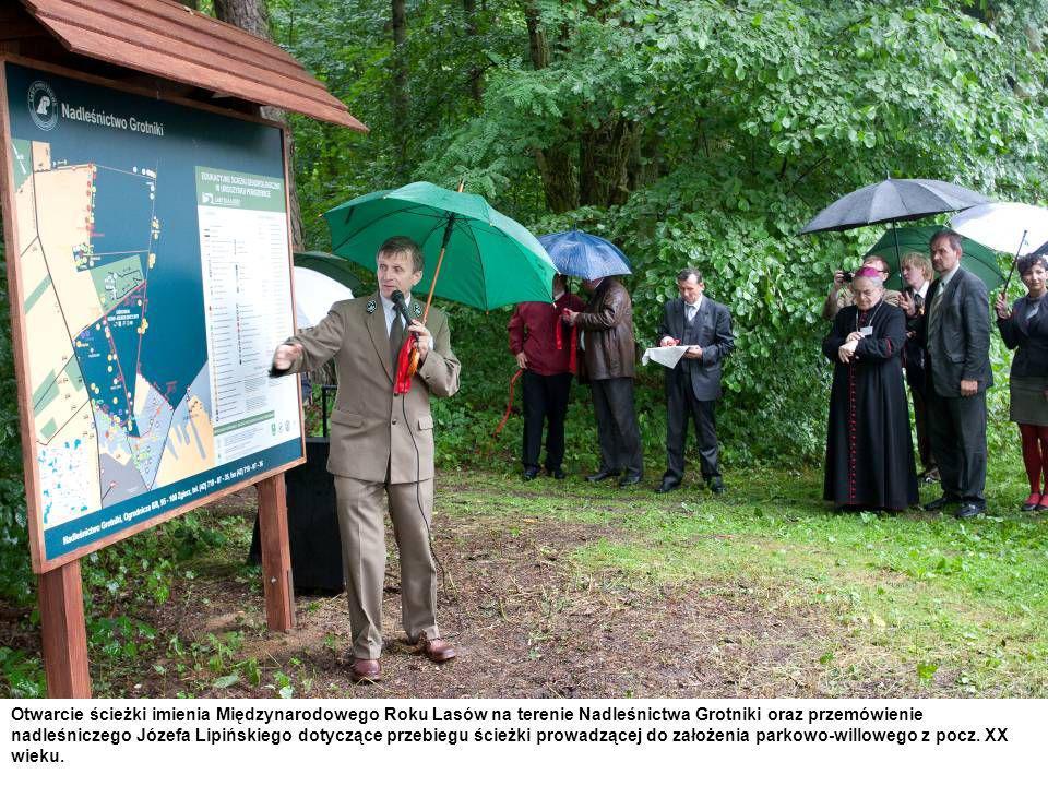 Otwarcie ścieżki imienia Międzynarodowego Roku Lasów na terenie Nadleśnictwa Grotniki oraz przemówienie nadleśniczego Józefa Lipińskiego dotyczące prz