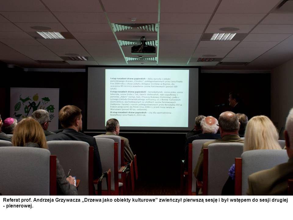 Referat prof. Andrzeja Grzywacza Drzewa jako obiekty kulturowe zwieńczył pierwszą sesję i był wstępem do sesji drugiej - plenerowej.