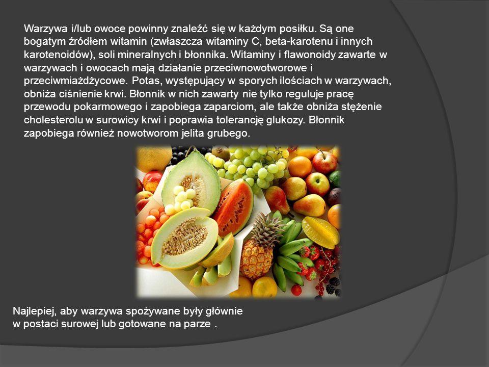 Warzywa i/lub owoce powinny znaleźć się w każdym posiłku. Są one bogatym źródłem witamin (zwłaszcza witaminy C, beta-karotenu i innych karotenoidów),