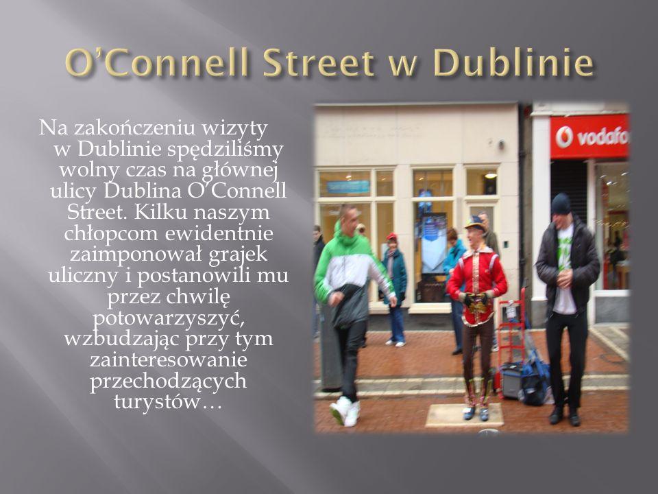 Na zakończeniu wizyty w Dublinie spędziliśmy wolny czas na głównej ulicy Dublina OConnell Street. Kilku naszym chłopcom ewidentnie zaimponował grajek