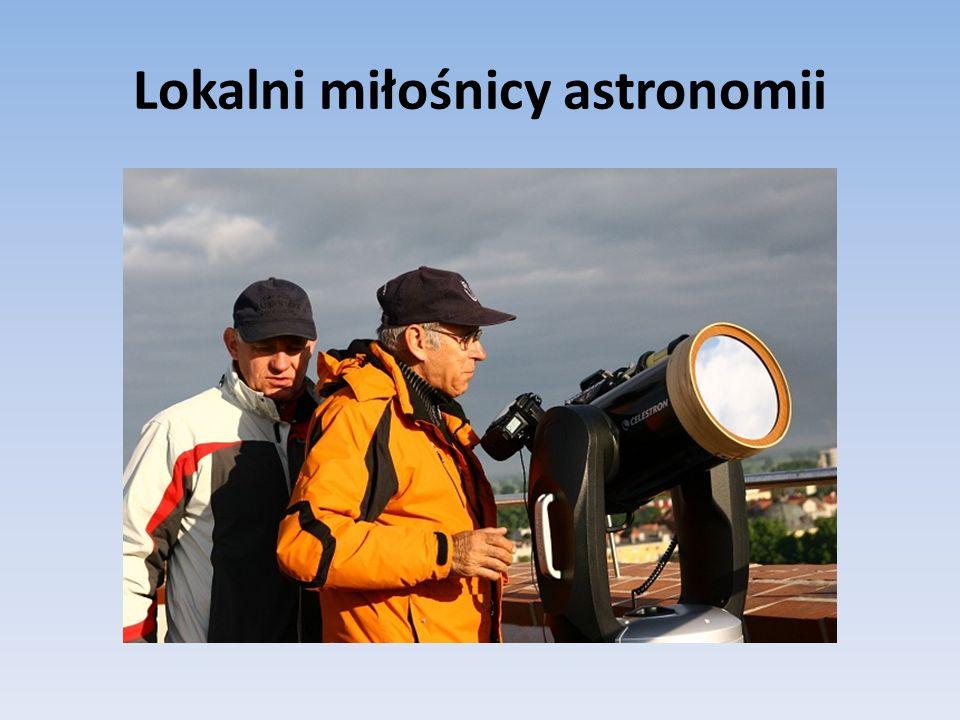 Zadania, które mają doprowadzić do realizacji celów Fotografowanie plam słonecznych i protuberancji (zdjęcia robiliśmy przy użyciu aparatu, kamerki oraz teleskopów w naszej Astrobazie), Wykonanie filmów omawianych zjawisk.