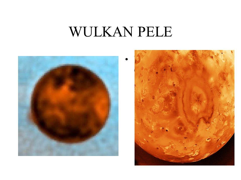 POWIERZCHNIA POŁUDNIA IO Opis: Kratery i klify na biegunie południowym Io. Białawe obszary to prawdopodobnie zmrożony dwutlenek siarki zgromadzony prz