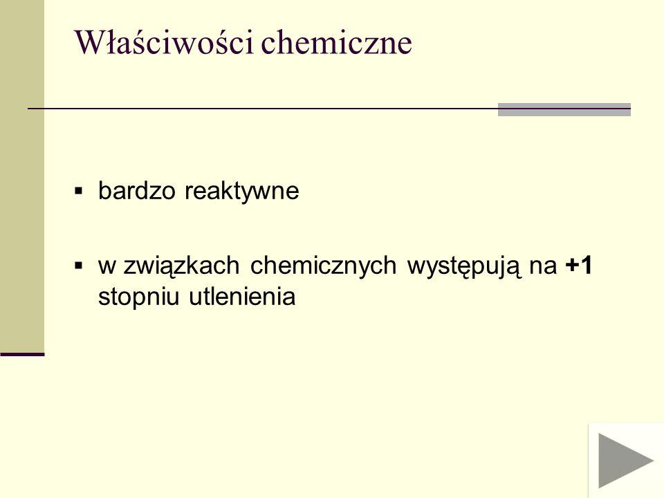 pod wpływem tlenu z powietrza ulegają utlenieniu: 2Me + O 2 Me 2 O gwałtownie reagują z zimną wodą: 2Me + 2H 2 O 2MeOH + H 2