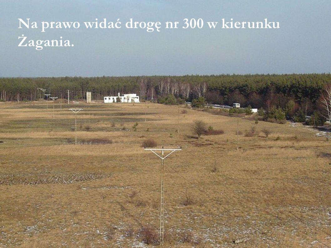 Na prawo widać drogę nr 300 w kierunku Żagania.