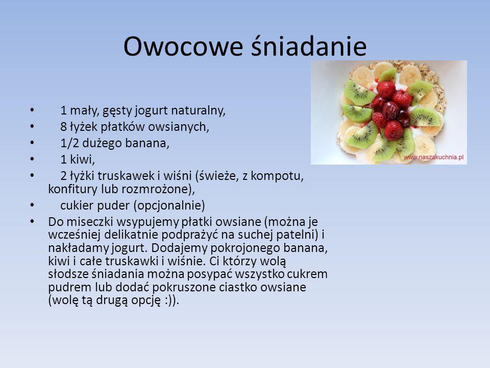 Owocowe śniadanie 1 mały, gęsty jogurt naturalny, 8 łyżek płatków owsianych, 1/2 dużego banana, 1 kiwi, 2 łyżki truskawek i wiśni (świeże, z kompotu,