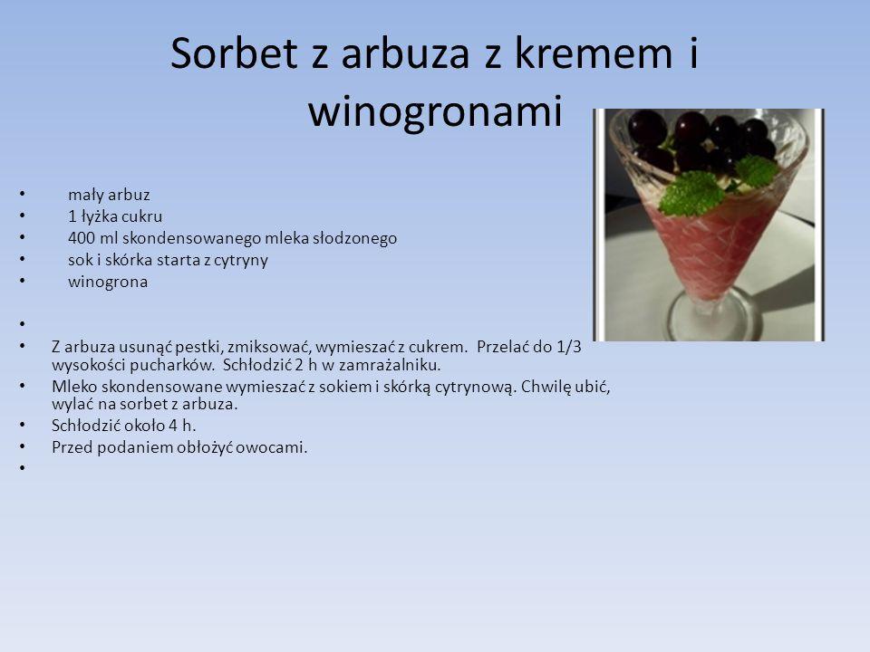 Sorbet z arbuza z kremem i winogronami mały arbuz 1 łyżka cukru 400 ml skondensowanego mleka słodzonego sok i skórka starta z cytryny winogrona Z arbu