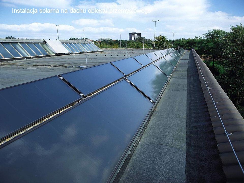 Instalacja solarna na dachu obiektu przemysłowego