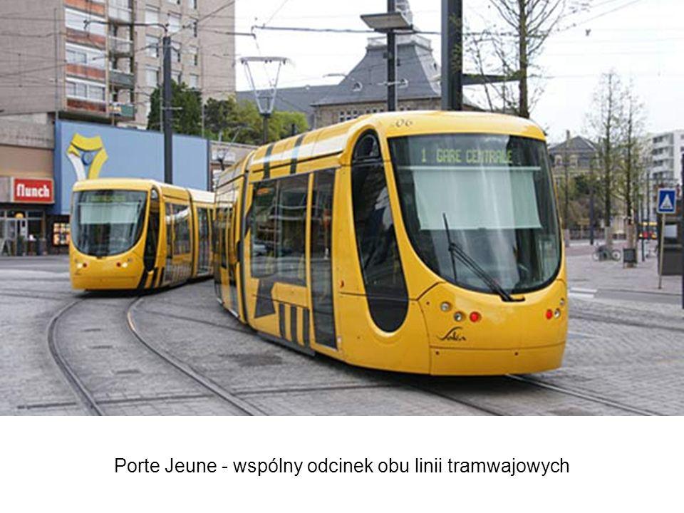Porte Jeune - wspólny odcinek obu linii tramwajowych System składa się z dwóch linii łączących się krótkim czterotorowym odcinkiem z przystankami na P