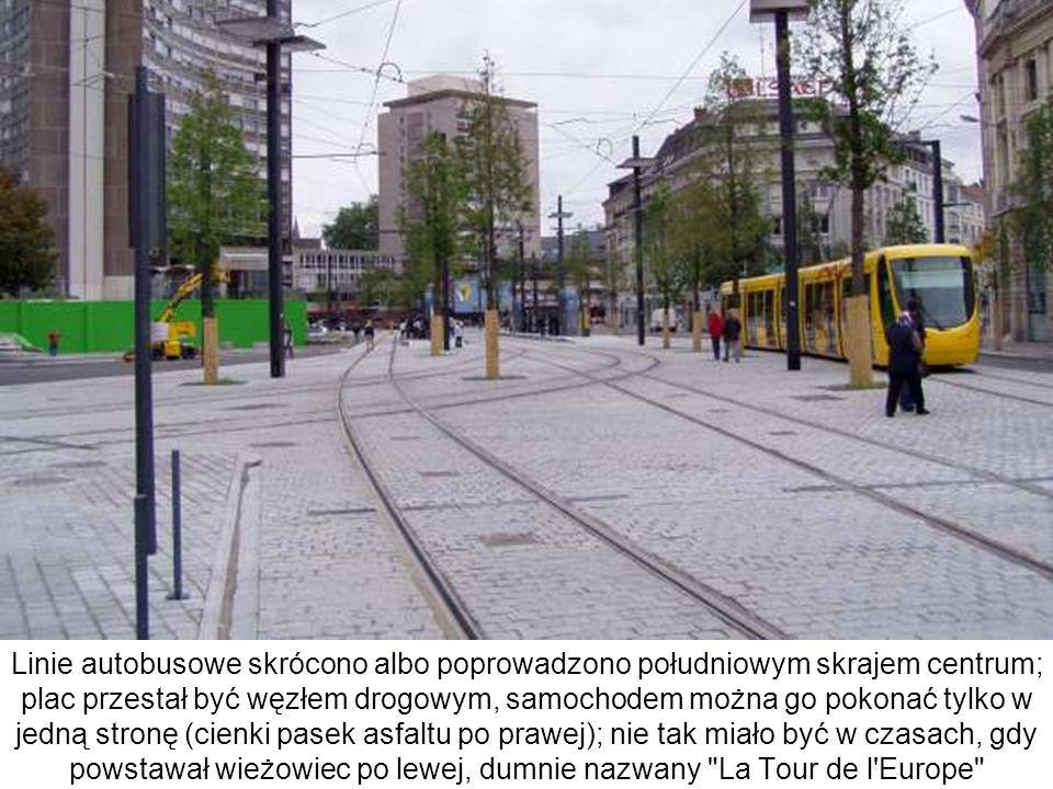 Linie autobusowe skrócono albo poprowadzono południowym skrajem centrum; plac przestał być węzłem drogowym, samochodem można go pokonać tylko w jedną