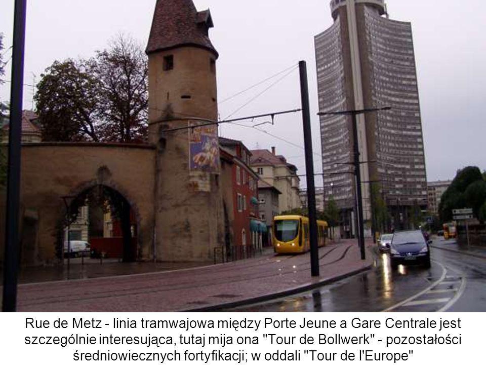 Rue de Metz - linia tramwajowa między Porte Jeune a Gare Centrale jest szczególnie interesująca, tutaj mija ona