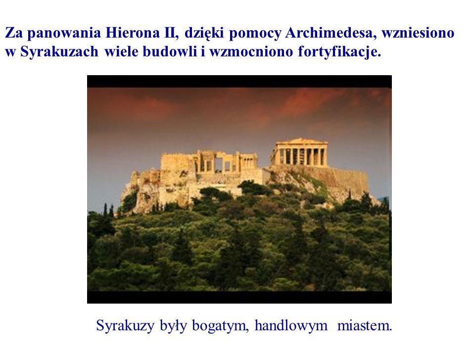 Za panowania Hierona II, dzięki pomocy Archimedesa, wzniesiono w Syrakuzach wiele budowli i wzmocniono fortyfikacje. Syrakuzy były bogatym, handlowym