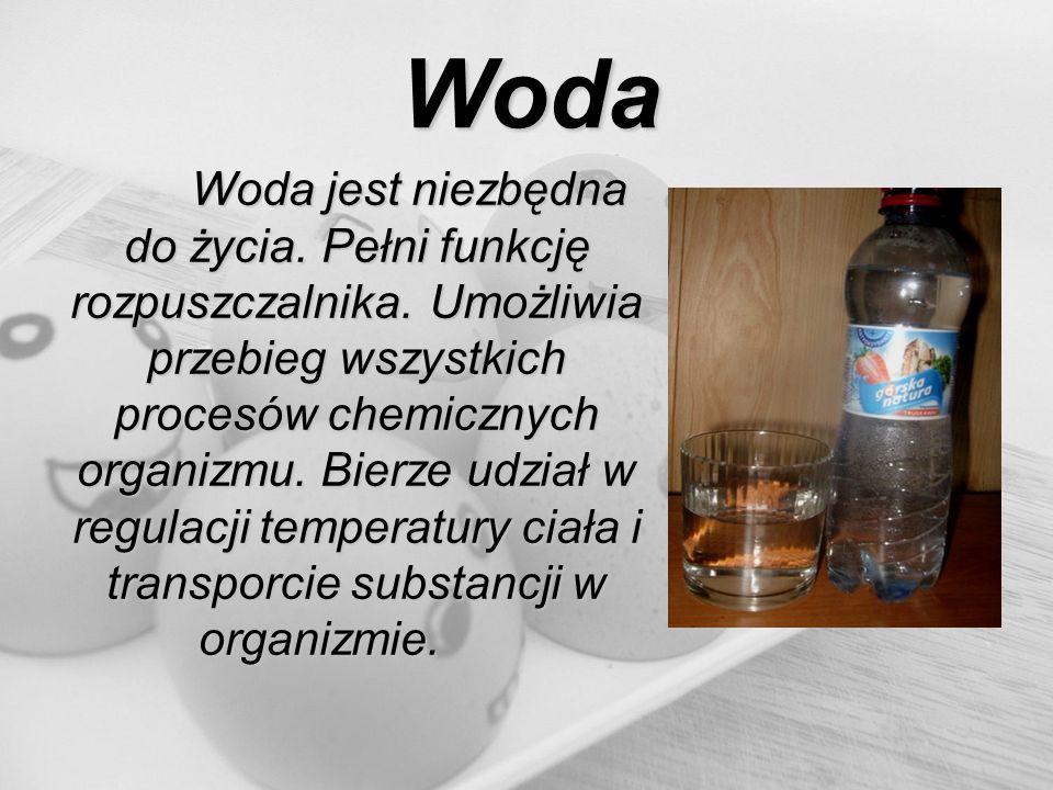 Woda Woda jest niezbędna do życia. Pełni funkcję rozpuszczalnika. Umożliwia przebieg wszystkich procesów chemicznych organizmu. Bierze udział w regula