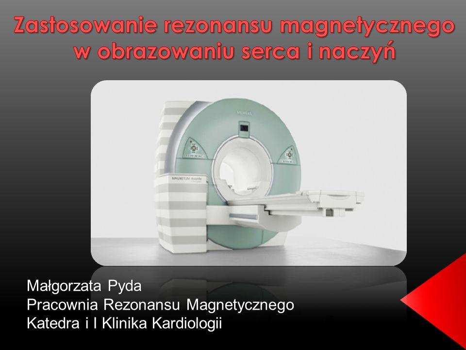 Chorego umieszcza się Chorego umieszcza się w silnym polu magnetycznym w silnym polu magnetycznym wytworzonym przez aparat MR wytworzonym przez aparat MR badanie bramkowane ekg badanie bramkowane ekg akwizycja obrazu często na bezdechu akwizycja obrazu często na bezdechu zastosowanie kontrastu gadolinium zastosowanie kontrastu gadolinium czas trwania badania ok.
