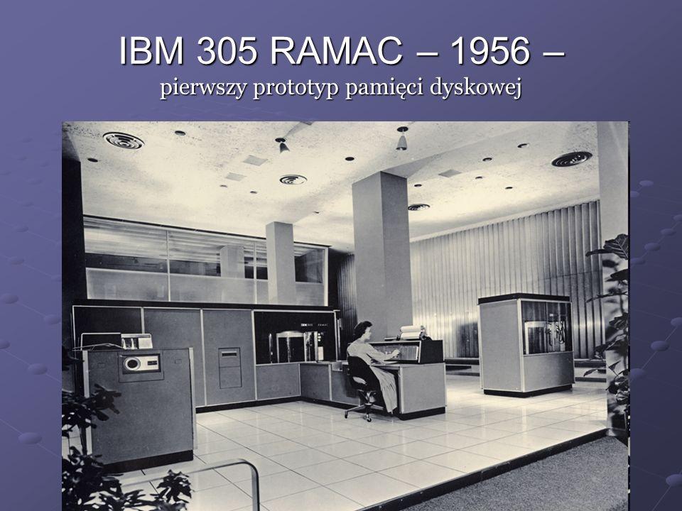 PDP1 – 1960 – pierwszy mini komputer z klawiaturą i monitorem