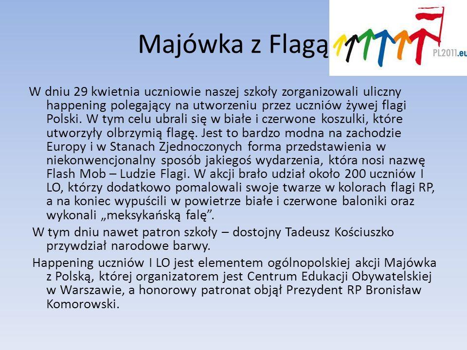 Majówka z Flagą W dniu 29 kwietnia uczniowie naszej szkoły zorganizowali uliczny happening polegający na utworzeniu przez uczniów żywej flagi Polski.