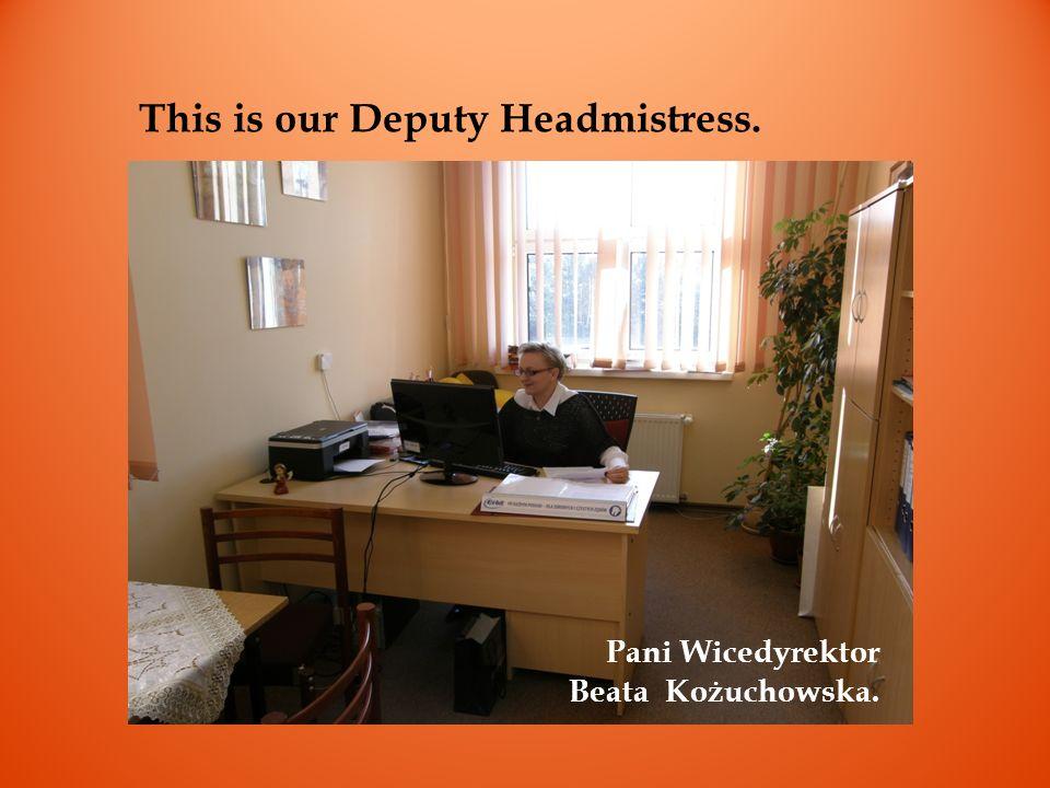 This is our office assistant at her desk. Pani sekretarka Anna Florczyk w swoim biurze.