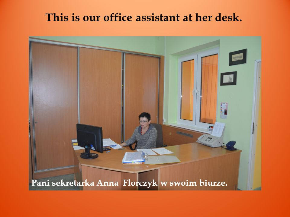 This is our office assistant at her desk. Pani sekretarka Anna Florczyk w swoim biurze.