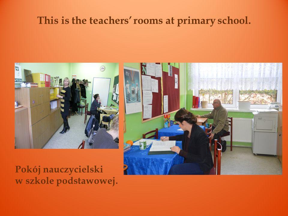 This is the teachers room at junior high school. Pokój nauczycielski w gimnazjum.