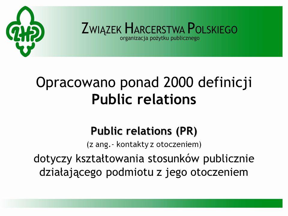 Opracowano ponad 2000 definicji Public relations Public relations (PR) (z ang.- kontakty z otoczeniem) dotyczy kształtowania stosunków publicznie dzia